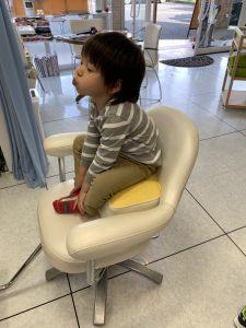 一人で座れるカット キッズカット 補助椅子